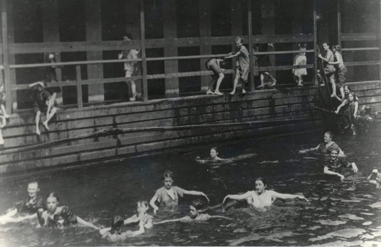 harlem floating pool